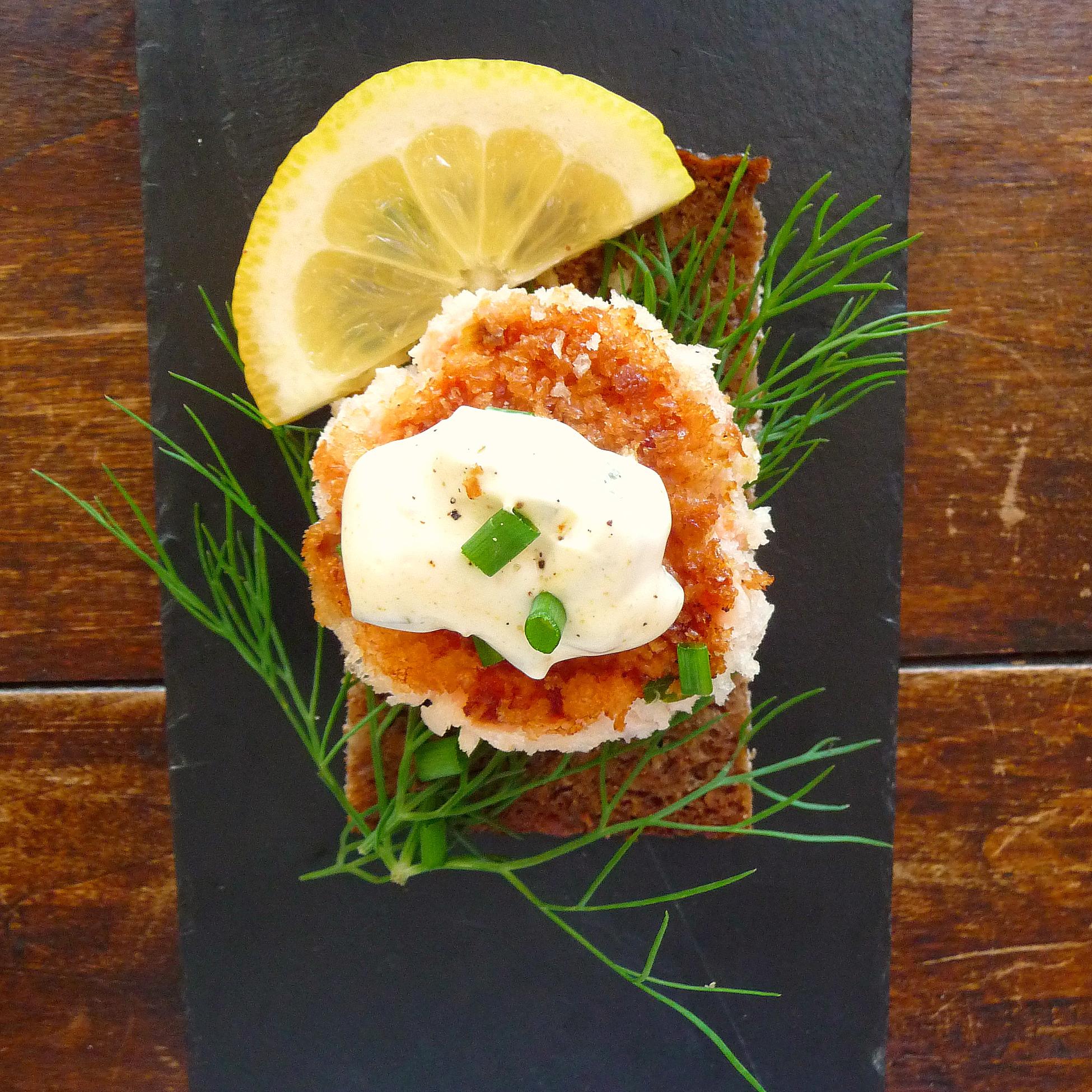 Smoked salmon fish cakes with yogurt cilantro sauce for Salmon fish cakes