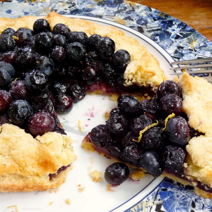 A Touch of Sunshine: BlueberryCrostata