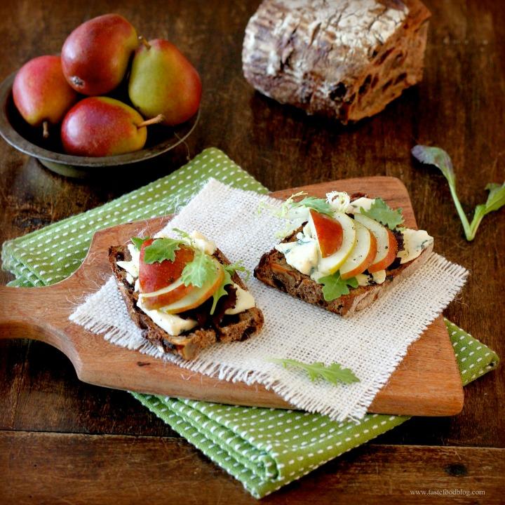 Pear, Blue Cheese and ArugulaBruschetta