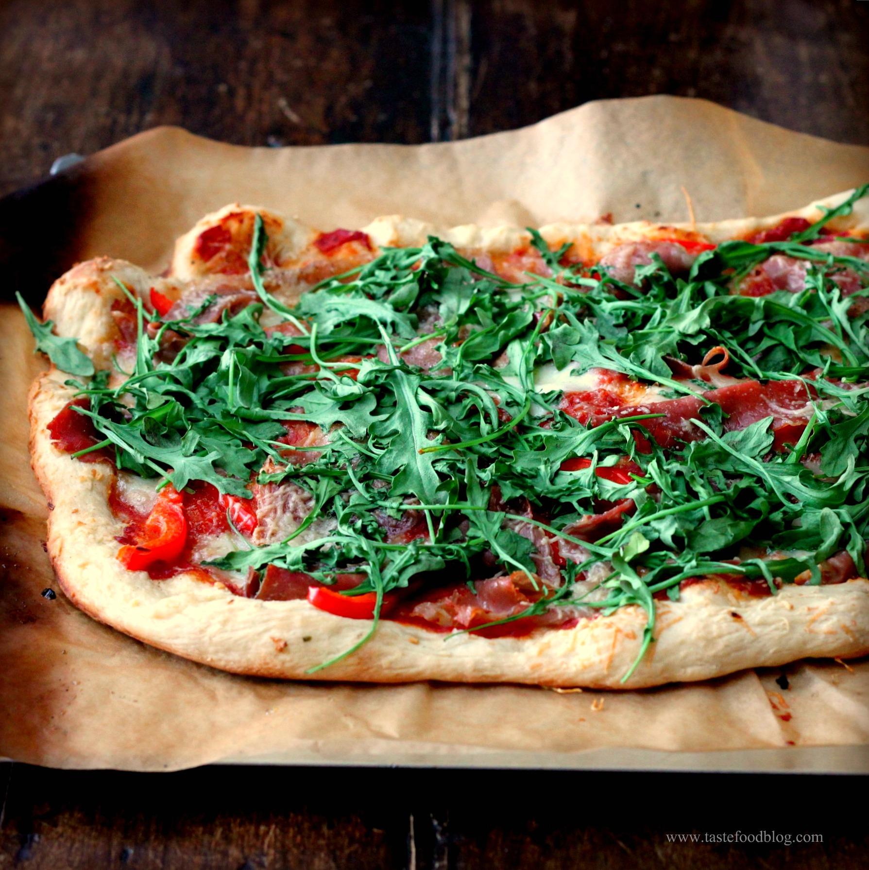 Pizza Night: Arugula and Prosciutto Pizza | TasteFood