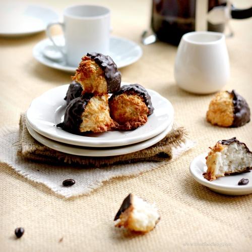 coconut macaron tastefood