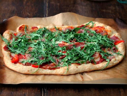 Arugula pizza grill