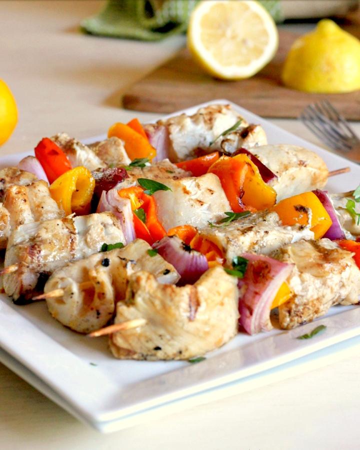 烤鱼和蔬菜串