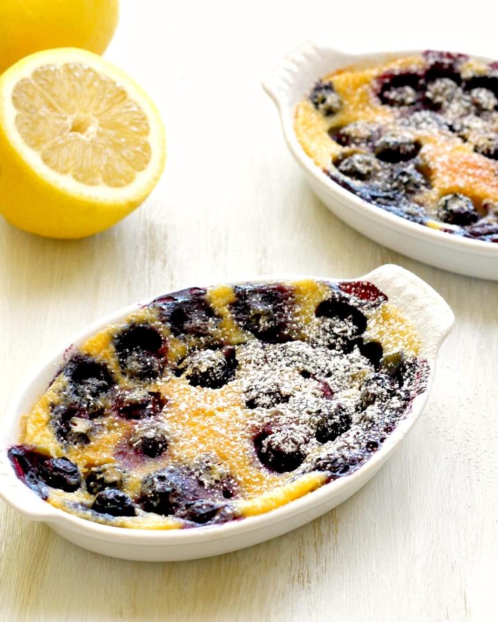 黑和蓝莓Clafoutis